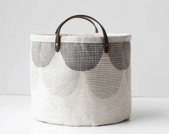 Small Bucket - Scalloped