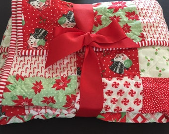 Christmas quilt handmade / holiday quilt / patchwork quilt red and green / holiday retro quilt / adult lap quilt holiday