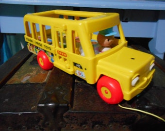 vintage fisher price school bus large pull toy 1965