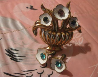 matching coro brooch and screw on earings set  jewelery from days gone by