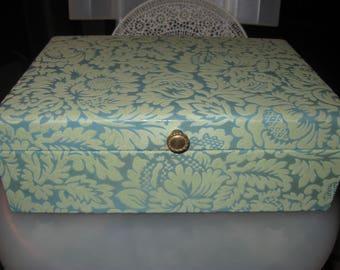 lady buxton large brocade  jewelery box nice colors