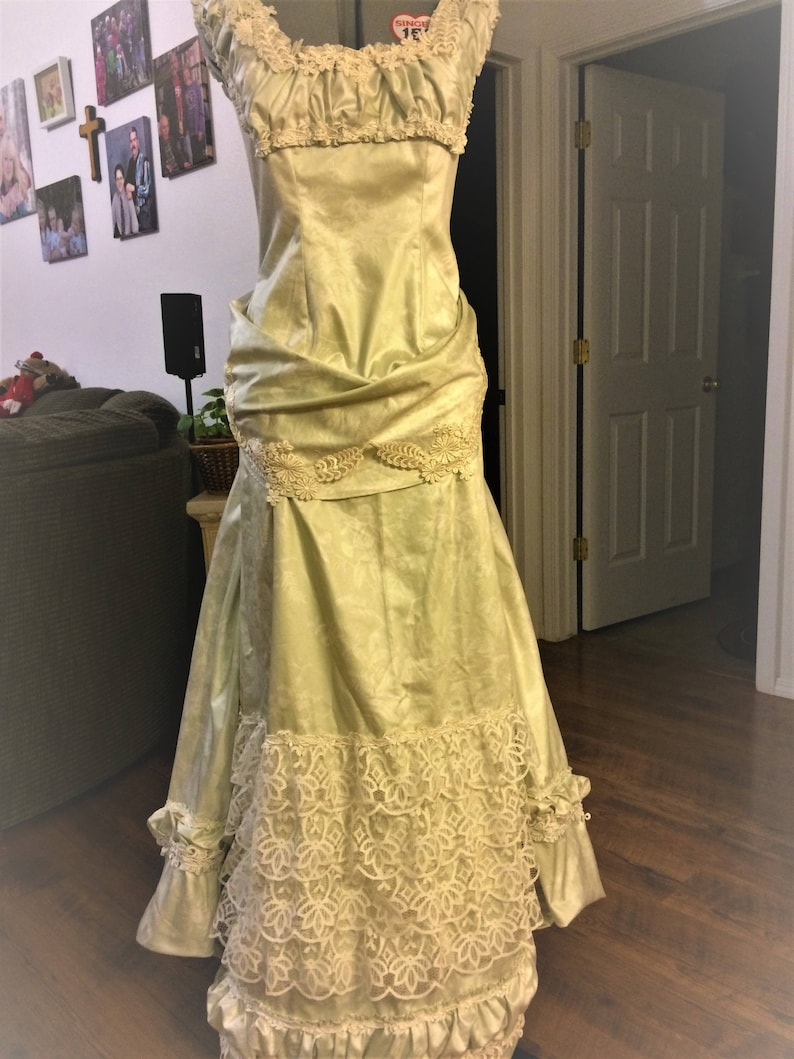Ruched Trim 40bust Victorian Mint Green Chintz Ballgown Bustled Train One of a kind Crocheted Applique Pearl Buttons Battenberg Lace