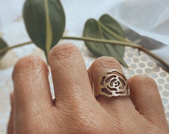Alexis Rose Inspired Flower Ring - Rose Ring - Flower Ring in Brass or Sterling Silver - Indie Style Ring - Boho Ring - Stylish Ring - Rose