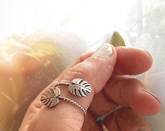 Monstera Leaf Ring - Monstera Bypass Ring - Silver Monstera Leaf Ring - Monstera Ring - Plant Lady Ring - Nature Lover Gift for Her