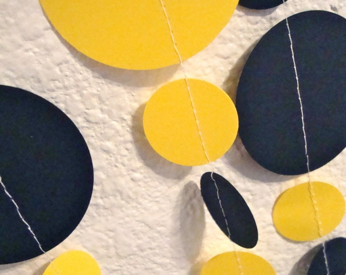 Bumble bee party garland