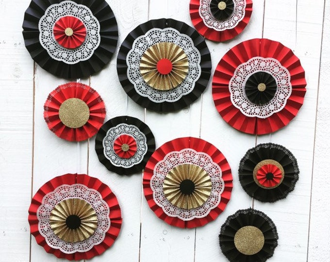 Lacy paper medallions custom made in any color for weddings, and parties --great backdrop! Set of 10
