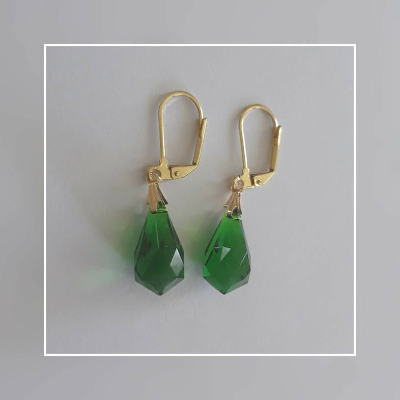Simple and Small Vintage Mid Century Tear Drop Charms Handcrafted in a Swinging Earring Set Elegant Emerald /& Glorious Gold