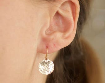 simple hammered disc earrings, small, shiny, lightweight, simple, everyday, circle round, silver, gold, E06