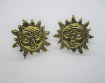 Sun napkin rings: Lovely unusual solid brass napkin rings with sunburst or sunshine design, brass sunshine napkin rings, table decoration