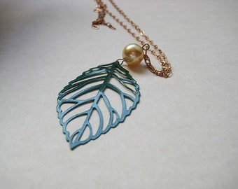 Simple leafy green fashion necklace