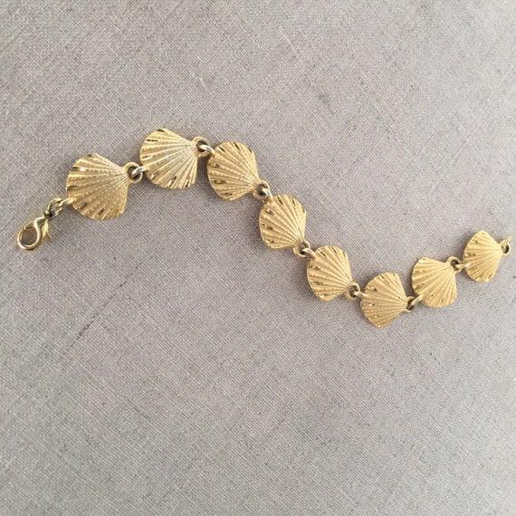 Vintage gold seashell bracelet