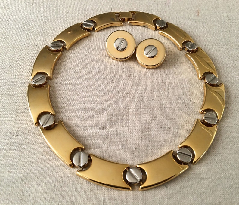 Chic vintage gold collar necklace set with screw detail image 0