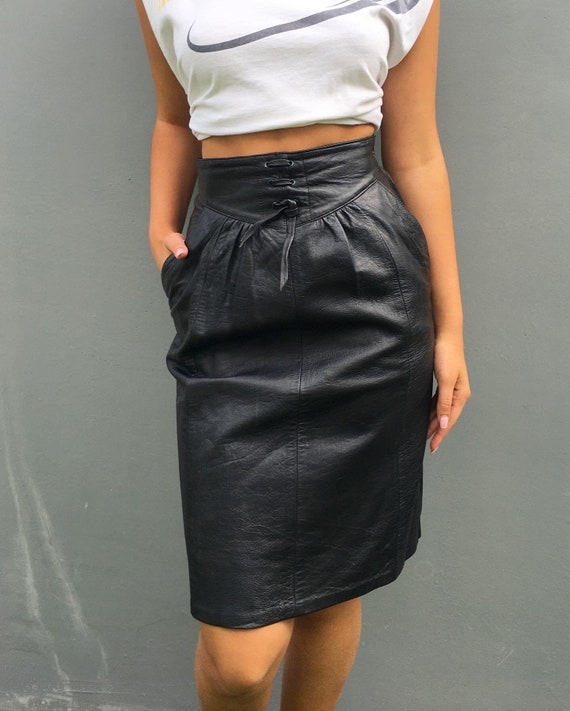 Vintageblack leather a-line high-waisted skirt w.2