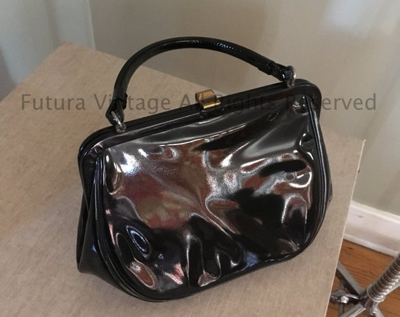 1950s Classic Black Patent Leather Handbag Lined with Two Inside Pockets