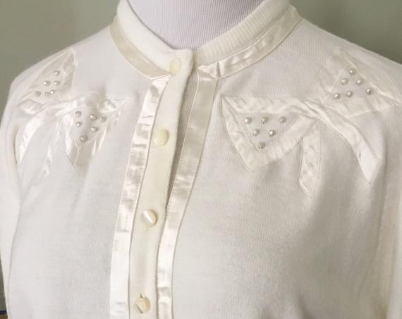 1950s Adorable Bonnie Briar Fully Fashioned Brilon Orlon Cream Satin Bow Cardigan Sweater-S M