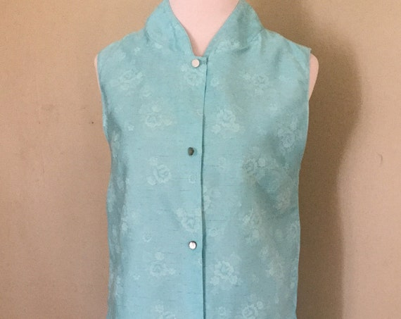 """1950s Two Piece Asian Inspired Blue Floral Cotton Pajama Set Sleeveless Top with Elastic Waist Capris-M L 38"""" Bust"""