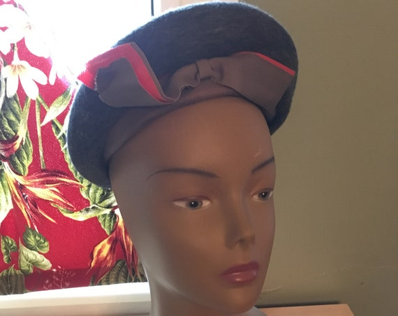 1940s Adorable For the Young Set Gray Wool Blend Hat with Purposeful Upturned Bow
