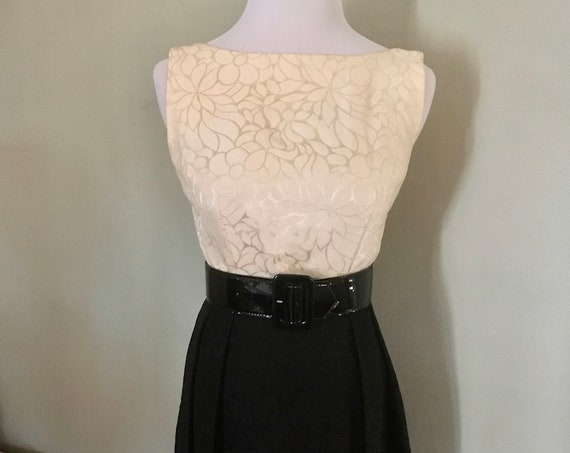 1960s Champagne and Black V Back Sleeveless Cocktail Party Dress AS-IS XS