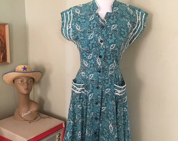 "1950s KENROSE Southwest Style Blue and Black Floral Shirt Dress with White Ric Rac Trim and Patch Pockets-S 34"" Bust"