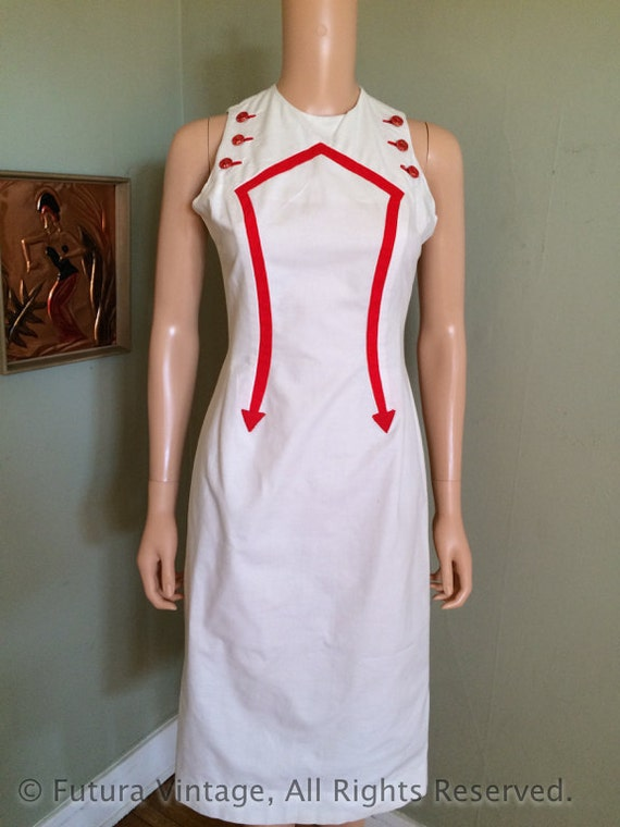 1950s JUNIOR LEAGUE Nautical Theme Red and White Fitted Cotton Sleeveless Dress with Arrow Detail and Anchor Buttons-XS S
