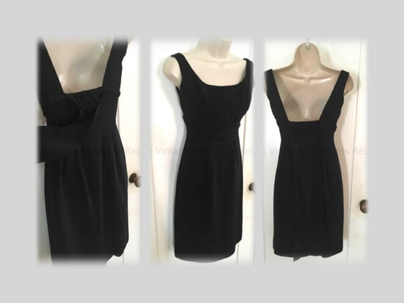 1960s Classic Fitted Sleeveless Black Cocktail Party Dress with Elegant Long Train-XS