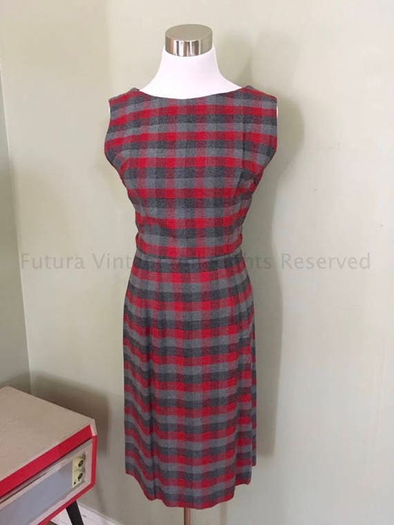 1950s Smart Red and Gray Shadow Plaid Sleeveless Scoop Neck Fitted Dress with Side Metal Zipper-S M