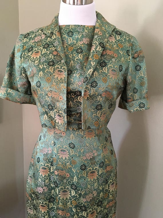 1950s Beautiful Two Piece Green and Gold Floral Silk Brocade Fitted Dress with Matching Jacket-XS S