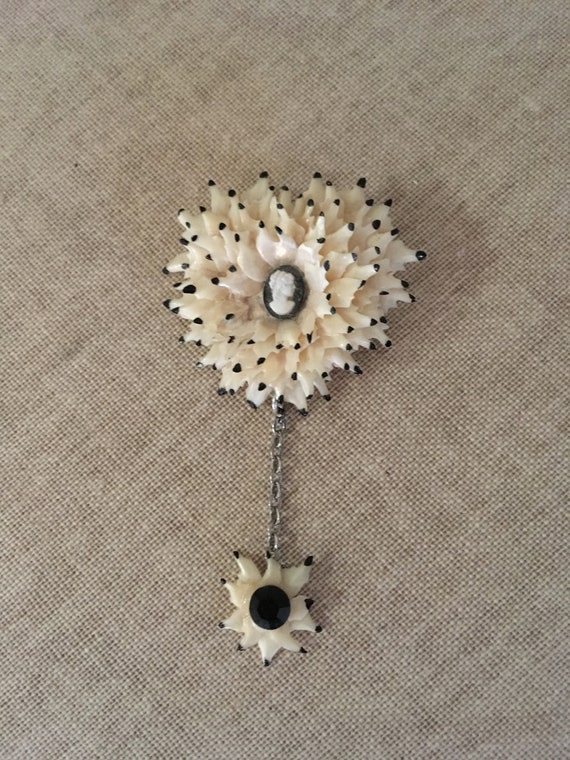 Unique 1940s 1950s Starburst Celluloid Cameo Brooch with Hanging Pendant