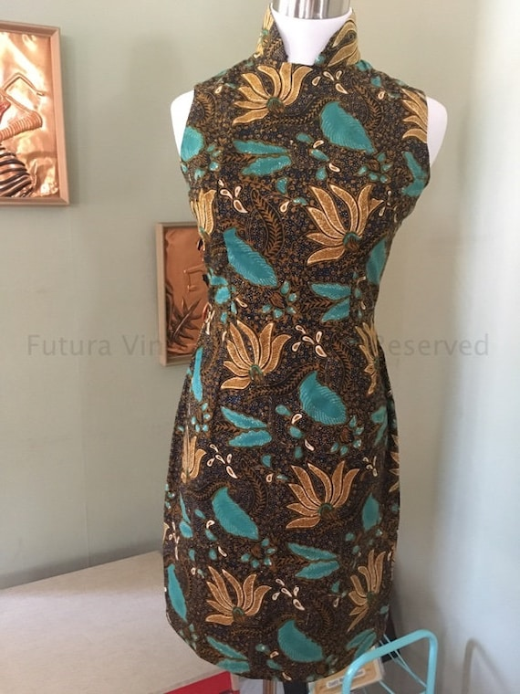 1960s Fabulous Cheongsam Tiki Print Cotton Fitted Dress - Cotton Lined with Back Metal Zipper XS S