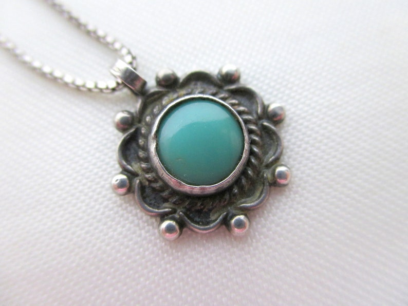43cm Green Sleeping Turquoise in Sterling Silver Hand Made Pendant 1 2 long Old Pawn Dia on Box Chain 17 1.27cm