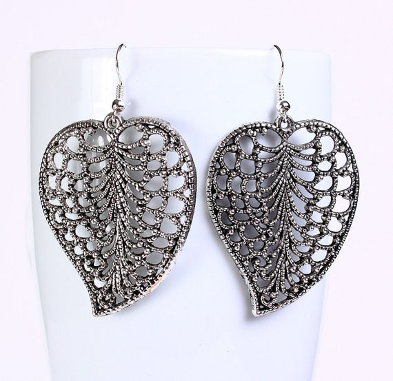 Antique silver tone filigree leaf drop dangle earrings (556)
