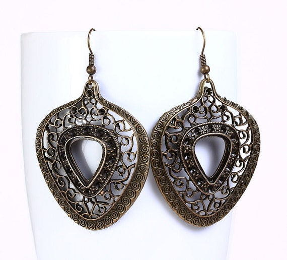 Antique brass filigree heart drop earrings (529)