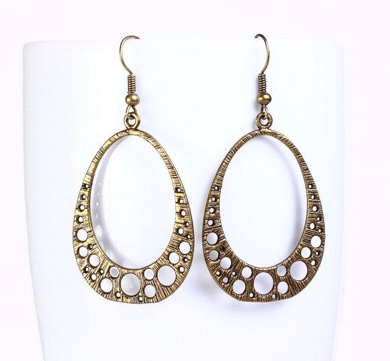 Antique brass filigree drop earrings (520)