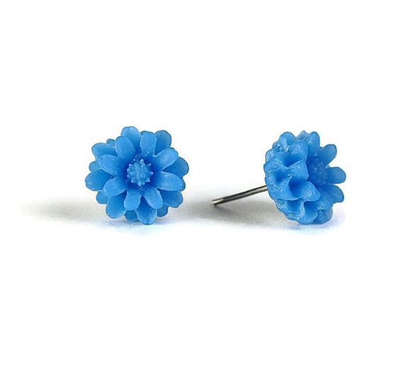 Capri blue chrysanthemum flower stud earrings (297)
