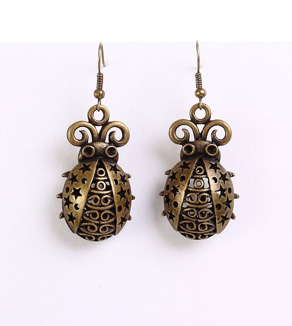 Antique brass ladybird dangle earrings (622)