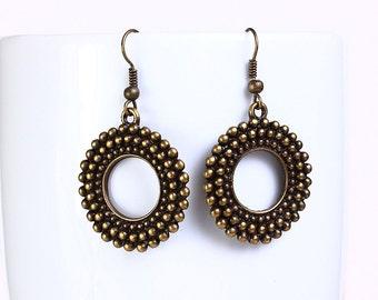 Antique brass filigree round drop dangle earrings (526)