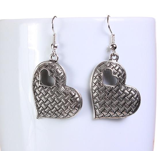 Silver tone heart drop dangle earrings (646)