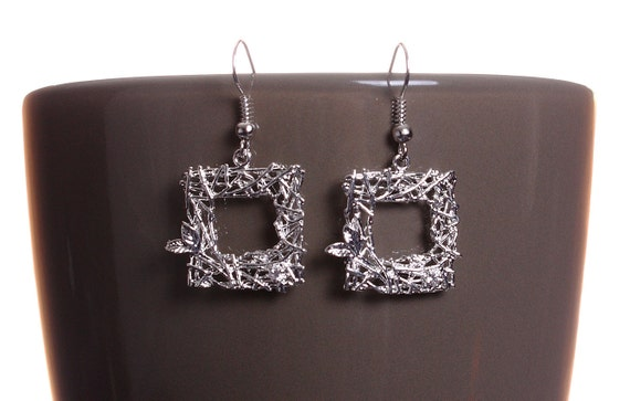 Silver plated square and leaf filigree drop dangle earrings (581)