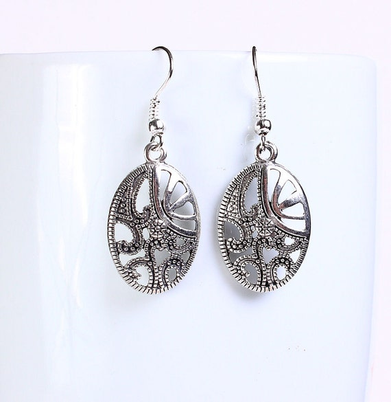 Antique silver tone oval drop dangle earrings (564)