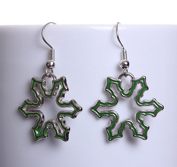 Sale Clearance 20% OFF - Green enamel snowflake silver tone dangle drop earrings (610)