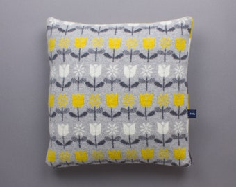 40cm Daisy and Tulip cushion in Knitted Lambswool