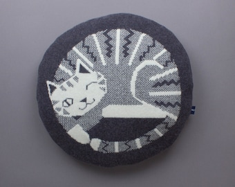 40cm Round Cat Cushion in Knitted Lambswool