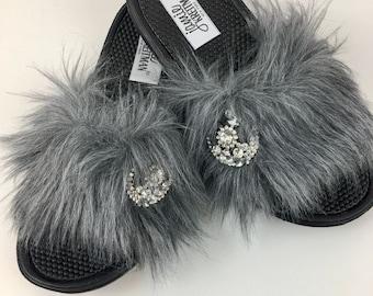 Slide Sandal with Brooch, Faux Fur Slide Sandal, Work-from-home Slide Sandal, Vegan Slide Sandal, Mother's Day Gift Slide Sandal
