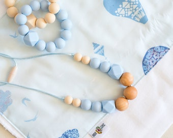 Indie & Chic Teething Necklace - Silicone Beads - Chewable Jewelry - Baby Gift - Necklace - Spring Summer Collection - Wooden Baby Blue