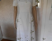 Vintage White w Green Embroidery, Midi-Length, Short-Sleeved Dress Wedding - Size S