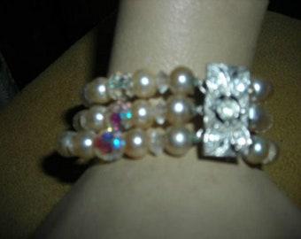 1950's 3-strand pearl/glass bead bracelet with rhinestone clasp - unmarked