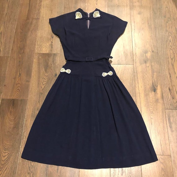 50 bust Gorgeous navy blue vintage dress twist front xl size slip included variegated pleats 40s-50s