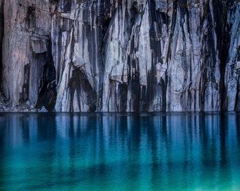Precipice Lake in the Morning Light, Sierra Nevada - Fine Art Print