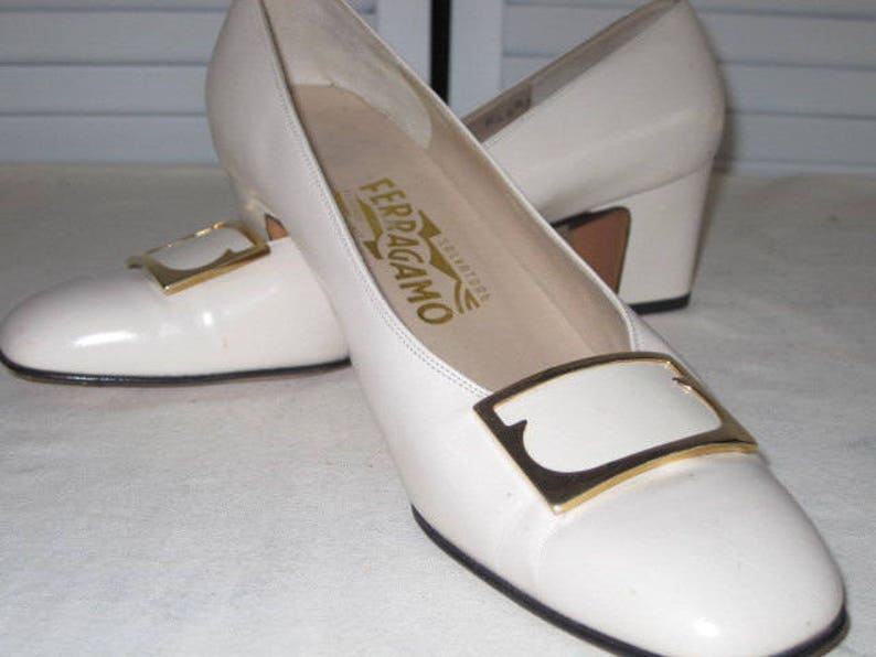 37e17007af124 vintage Bone Leather Classic Pump by Salvatore Ferragamo - size 8 narrow