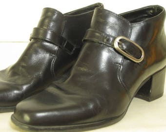 vintage Black Leather Ankle Boot by Bandolino - size 8 1/2 narrow